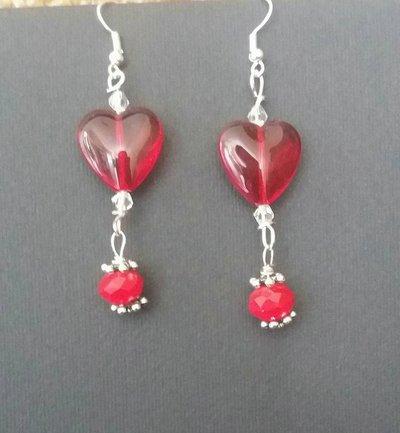 Orecchini con cuore rosso in pietra dura