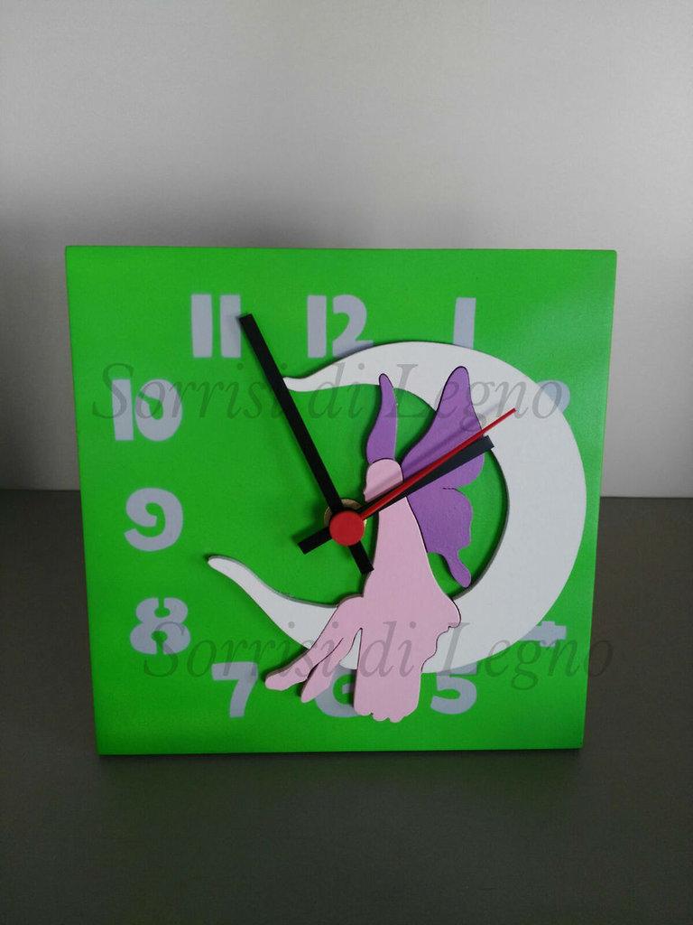 Orologio da scrivania in legno con fata e base verde - Bambini - Ca ...