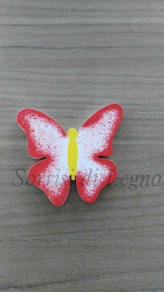 Farfalla calamita con le ali spiegate rossa in legno
