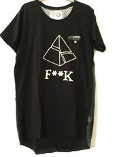 T-Shirt long fit modello Pyramid