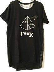 T-Shirt long fit modello Pyramid