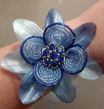 bracciale con fiore di perline