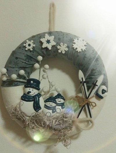 Ghirlanda invernale con pupazzi di neve