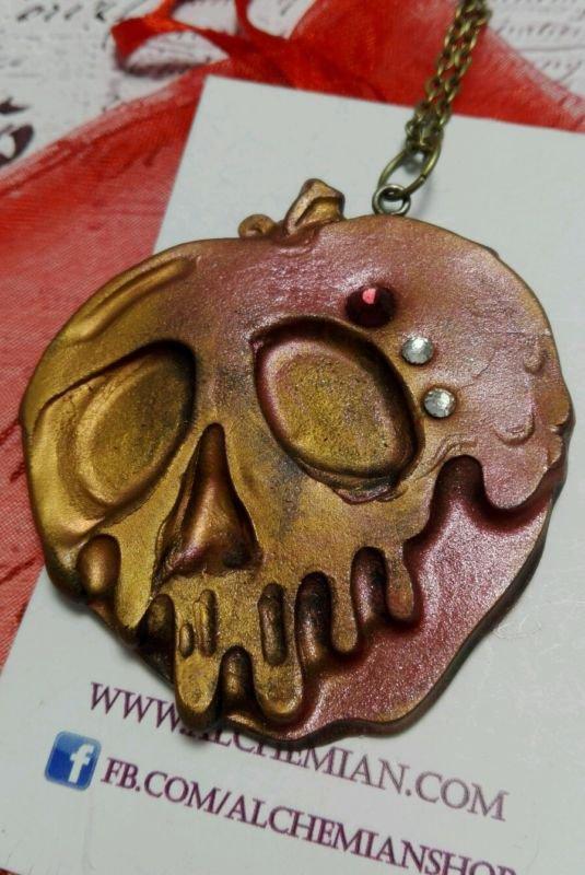 Collana Zombie punk horror emo mela avvelenata poison aplle biancaneve strega