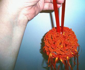bouquet a sfera con fiori di perline