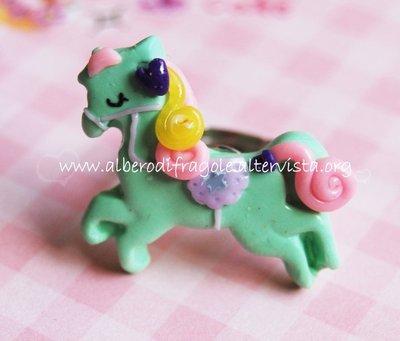 Anello con pony verde menta