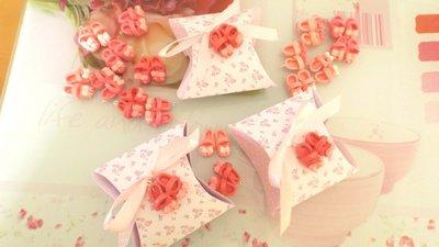 BOMBONIERA COMPLETA con confetti  - Battesimo nascita - fimo - SCARPINE con fiocco con scatolina SHABBY CHIC - bimba