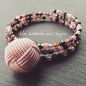 Bracciale con bottone vintage in passamaneria di seta rosa e mezzi cristalli di boemia