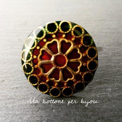 Anello con maxi bottone gioiello vintage in metallo argentato brunito e smalti