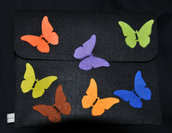 Portatablet in feltro con farfalle