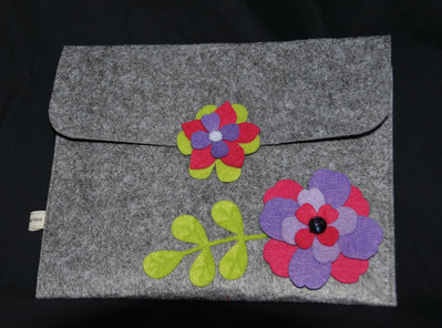 Portatablet in feltro con fiori