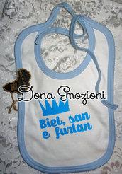 Bavaglino azzurro con scritta in friulano