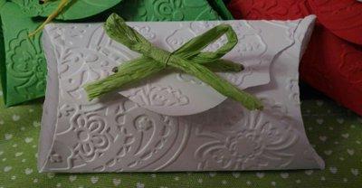 Scatoline  portaconfetti  embossate  per battesimi comunioni matrimoni nascite compleanni