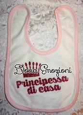 """Bavaglino rosa con scritta """"principessa di casa"""" glitter"""
