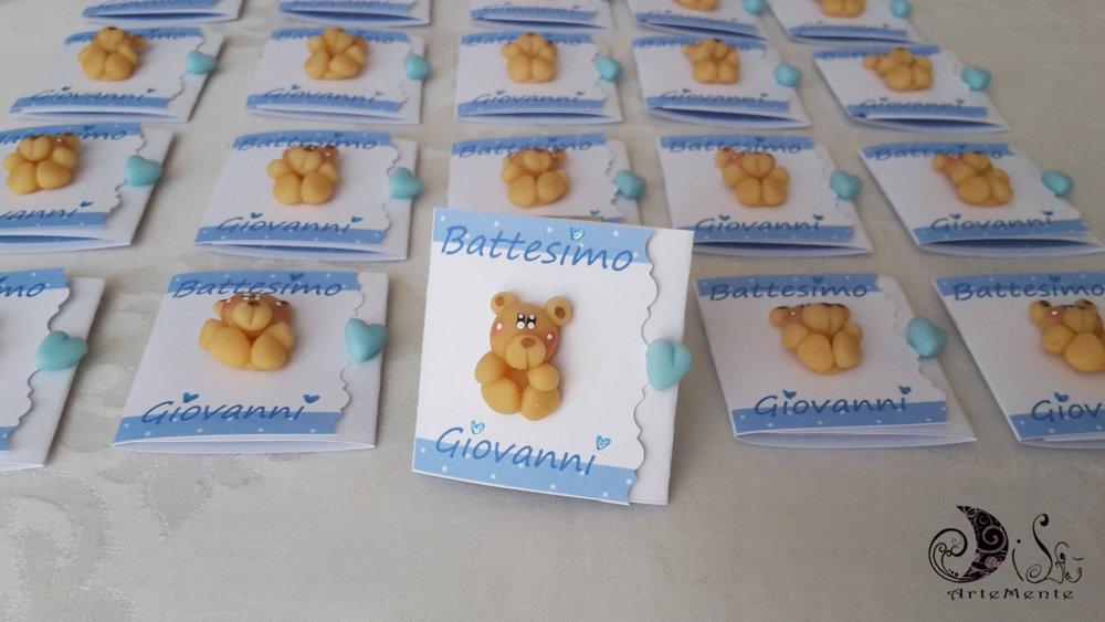 Card art invito battesimo per bimbo azzurro a pois con orsetto, personalizzabile, realizzabile anche per bimba