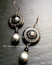 Orecchini con bottoni vintage in metallo argentato brunito