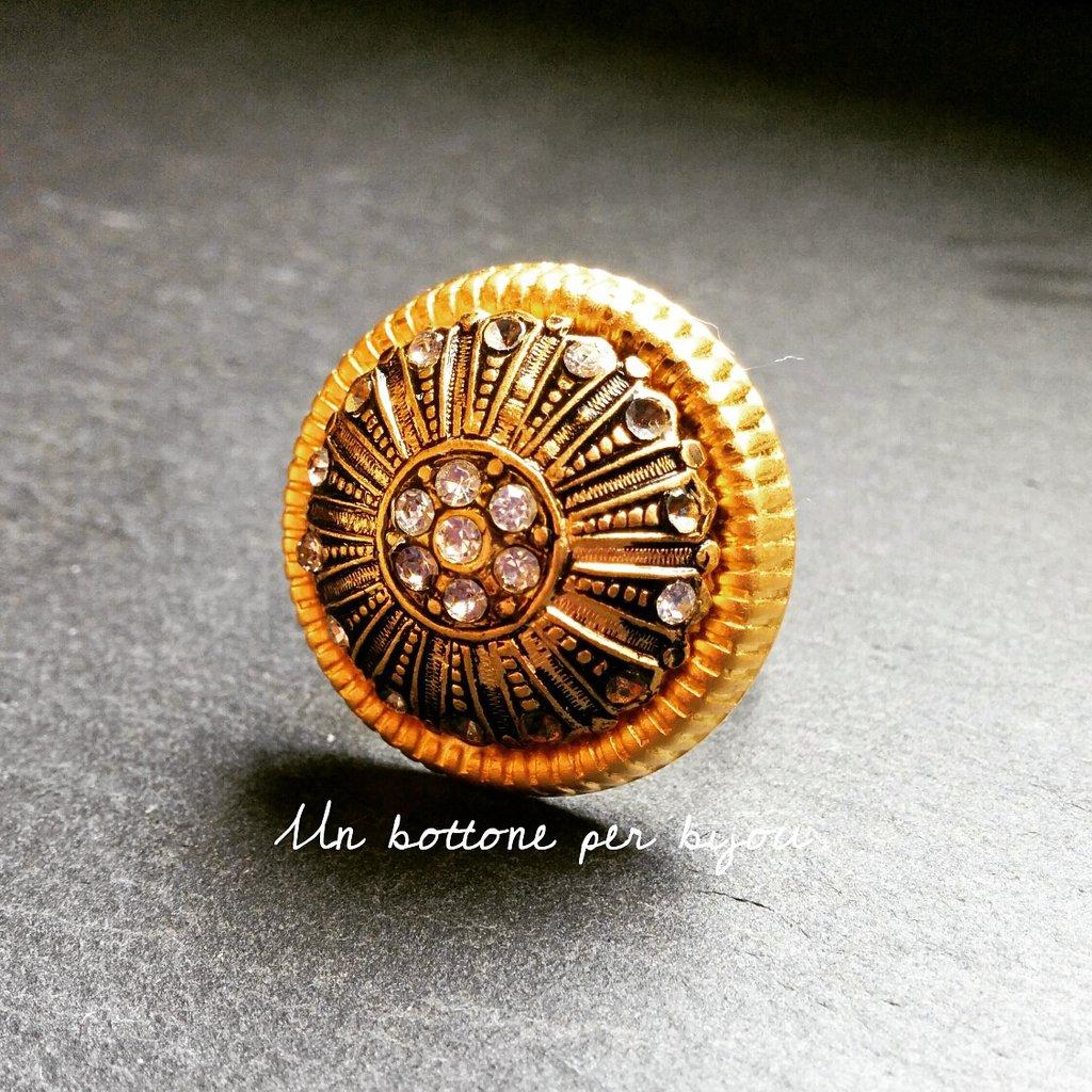 Anello con bottone gioiello d'epoca anni '50 con cristalli.