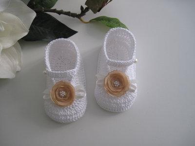 Scarpine bianche / fiore beige neonata fatte a mano uncinetto idea regalo nascita battesimo cerimonia cotone handmade crochet