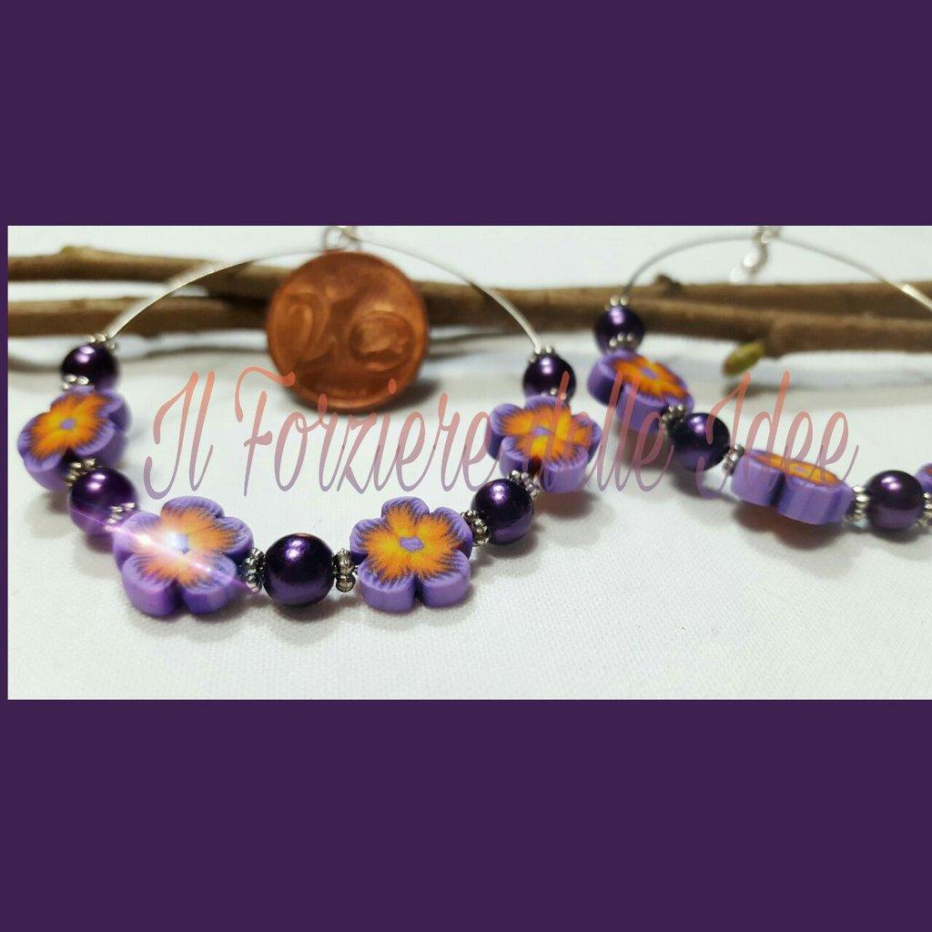 Cerchi con fiori e perle viola