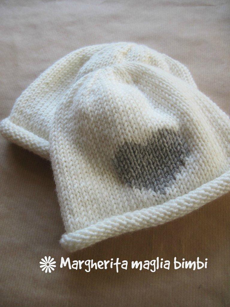Berretto cappello neonato bambino - lana merino - bianco panna e cuore  beige ricamato ff8f4e7f3e73