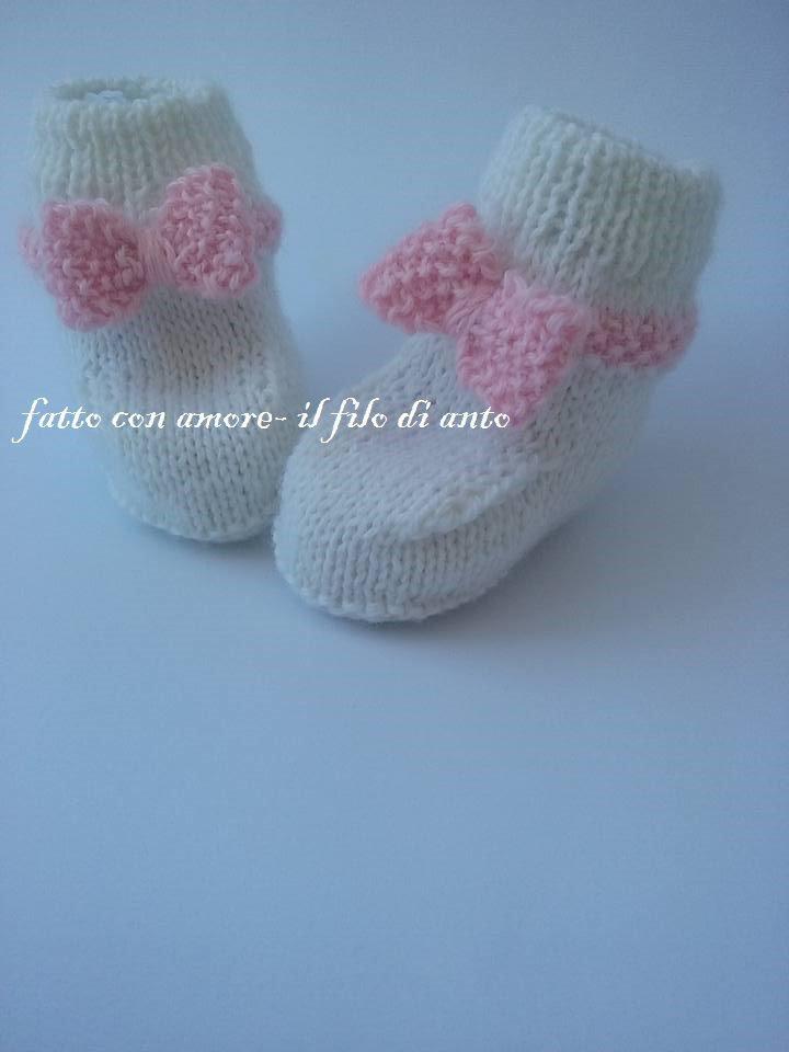 Scarpine stivaletto in lana  bianca con fiocco rosa fatte a mano