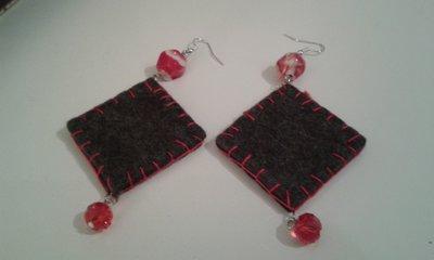 Orecchini feltrini perle rosse