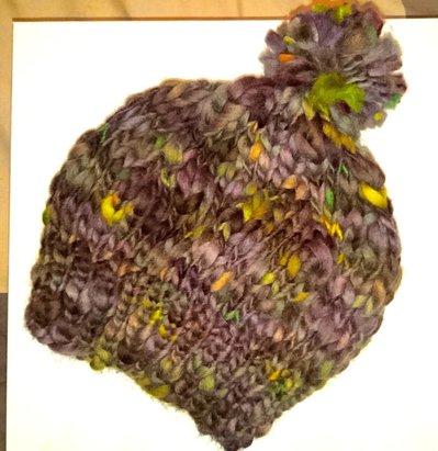 Cappello in pura lana con pon pon, lavorato a maglia in colori cangianti