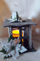Lanterna in feltro forata con applicazioni floreali