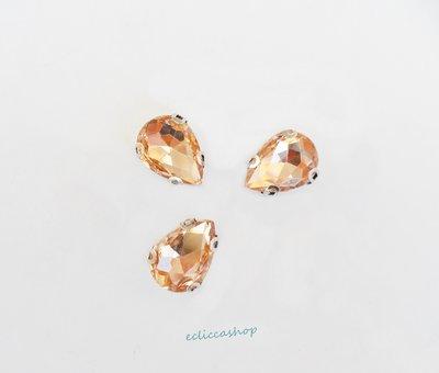 Pietra a goccia in cristallo colore rosa antico. Castone in metallo nikel free 1pz