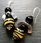 Orecchini con dadi ad alette in ferro zincato e perle in vero di Murano