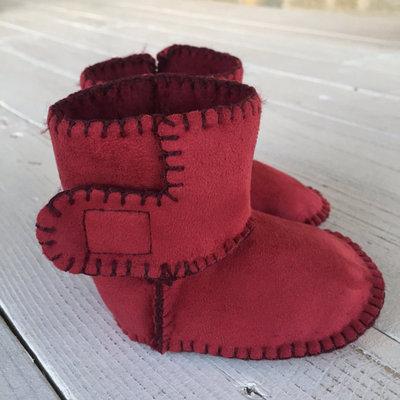STIVALETTO in SIMIL PELLE scamosciato color rosso bordeaux con interno in morbida pelliccia sintetica per neonato/a