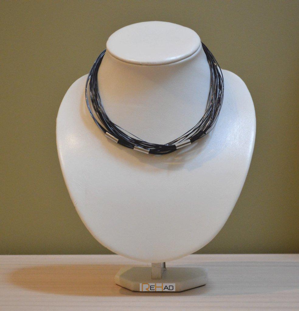 collana girocollo nera, fatta a mano, con materiale di riciclo