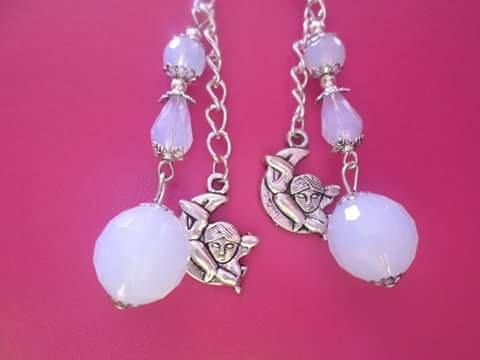 orecchini elaborati con pietre di opale