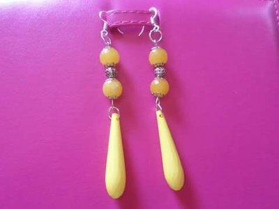 orecchini gialli di pietre di giada