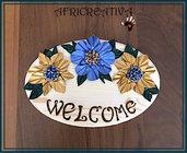 Fuori porta in legno con fiori