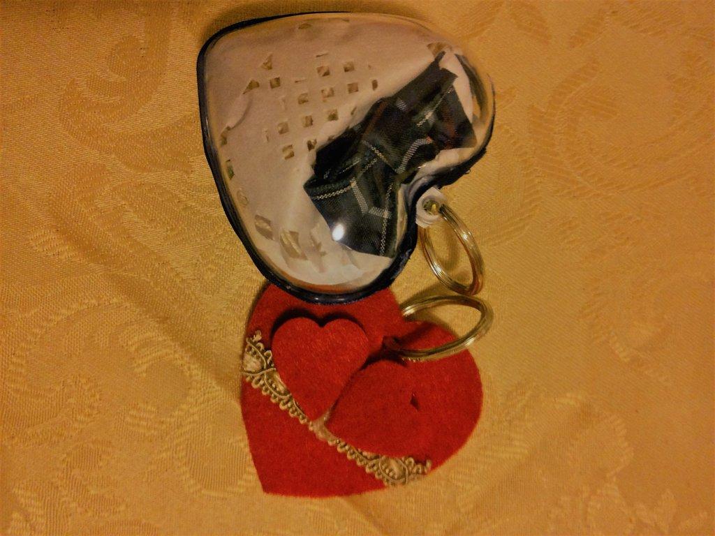 decorazioni cuori da appendere il lui e la lei idea regalo San Valentino cuori decorati con feltro e materiali di riciclo