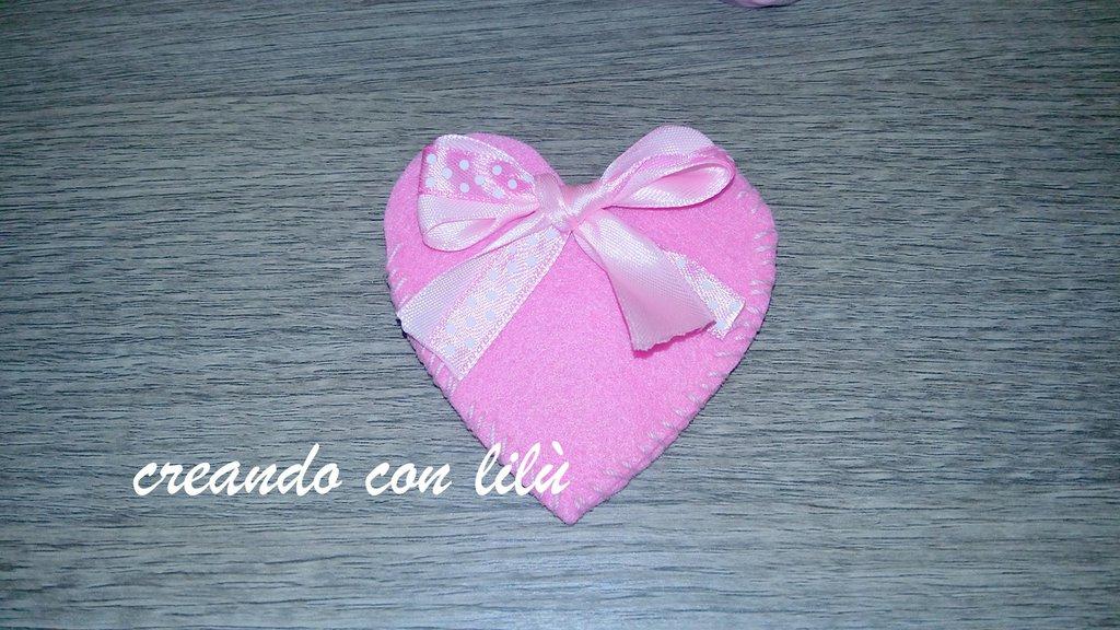 sacchettino porta confetti in feltro misura 8cm colore a scelta con fiocchetto in raso