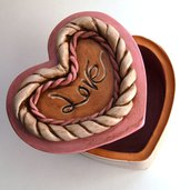 Scatola portagioie a forma di cuore in terracotta dim. base 15x14 h.10 cm. ca. Pezzo unico