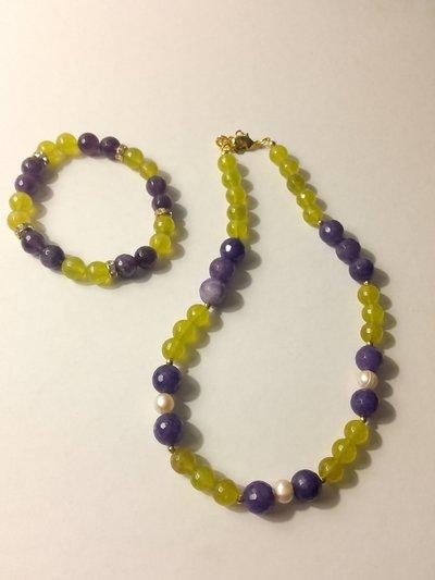 Parure girocollo e bracciale in agata gialla e giada viola