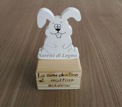 Scatola in legno porta-dentino con coniglietto