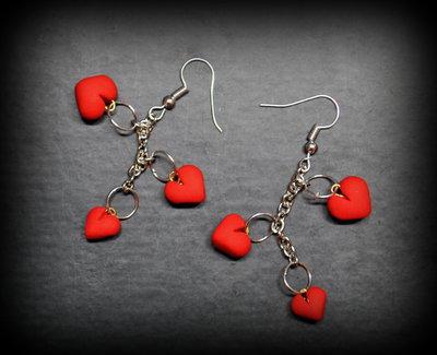 parure bracciale e orecchini cuori fimo| bracciale cuori rossi fimo| orecchini pendenti cuori rossi fimo| parure per san Valentino| regalo per san Valentino | parure cuori rossi fimo