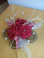 Fiore in legno con rose e perle