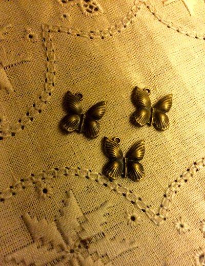 Ciondolo farfalla color bronzo antico