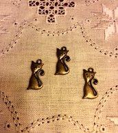 Ciondolo a forma di gatto color bronzo antico
