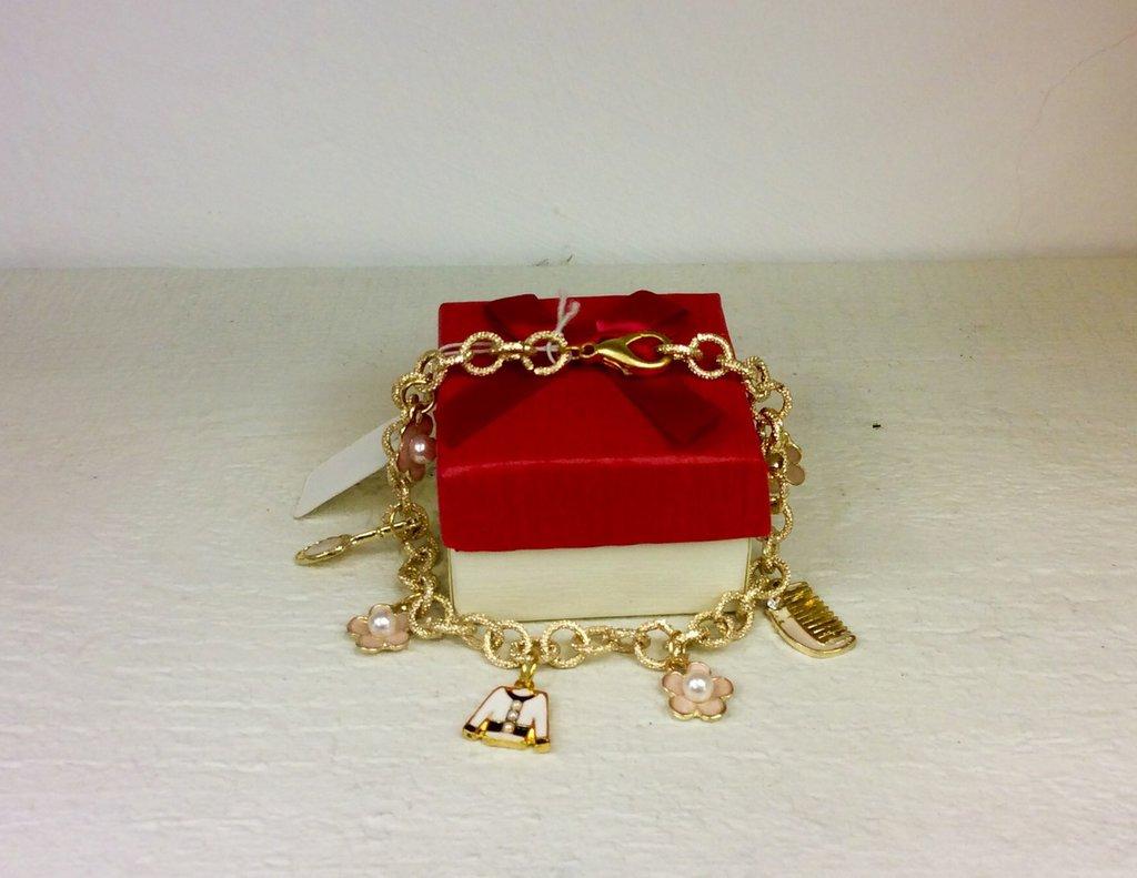 Bracciale in alluminio color oro con charm