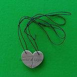Ciondoli in legno con mezzo cuore, idea regalo per San Valentino