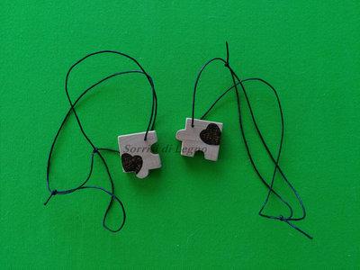 Ciondoli in legno per collana, due pezzi del puzzle