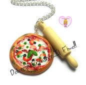 Collana Pizza Margherita con olive  e Mattarello - handmade, fimo, legno, miniature