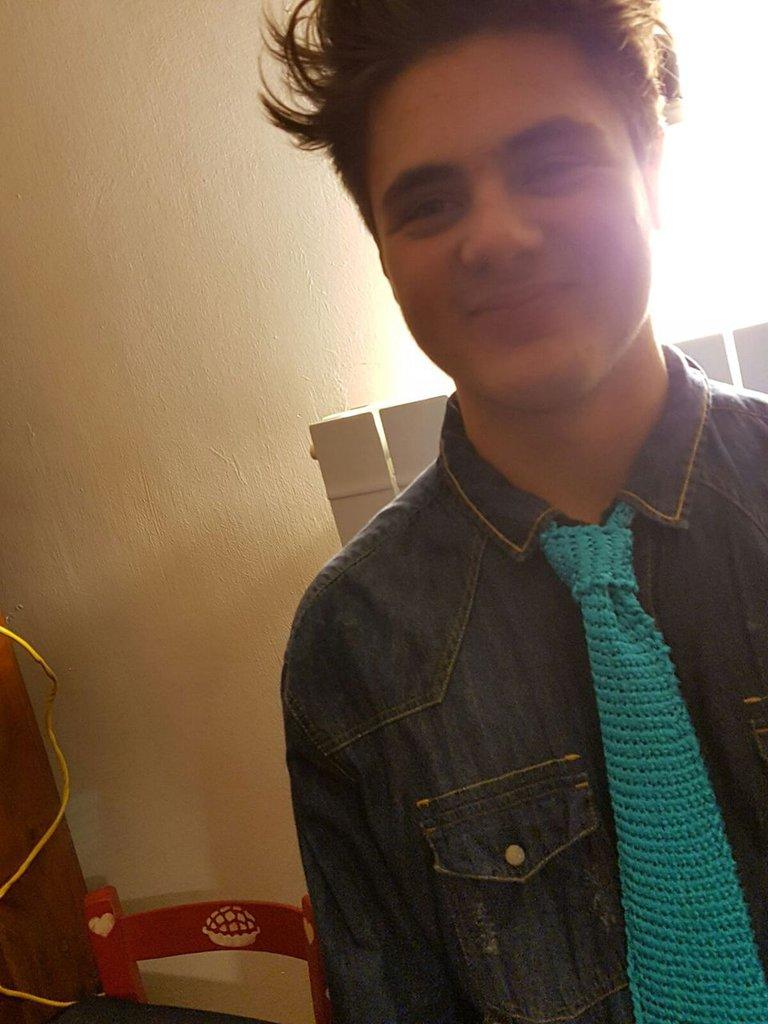 Cravatta in seta azzurra