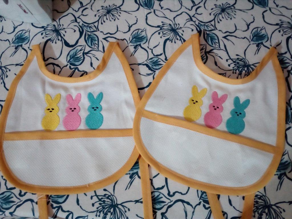 Bavaglino coniglietti felici
